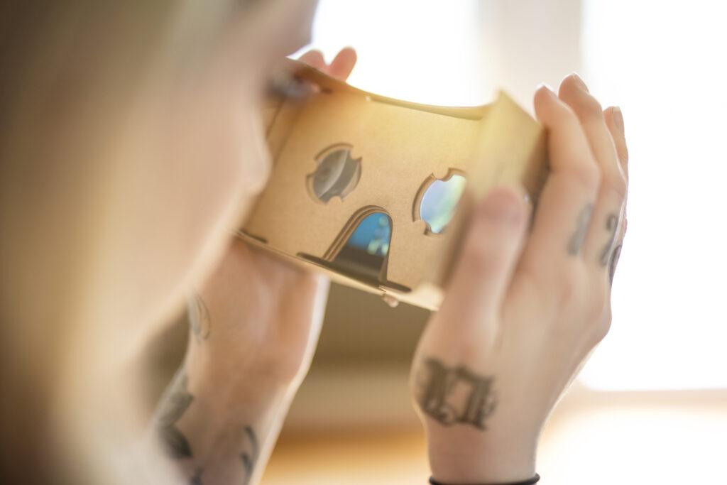 Virtual Reality und Augmented Reality im Kundenservice : Die neue 'scheinbare' Kundenwelt