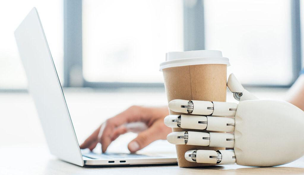 Menschengestützte KI: Warum Menschen immer im Mittelpunkt der automatisierten Kundenerfahrung stehen werden